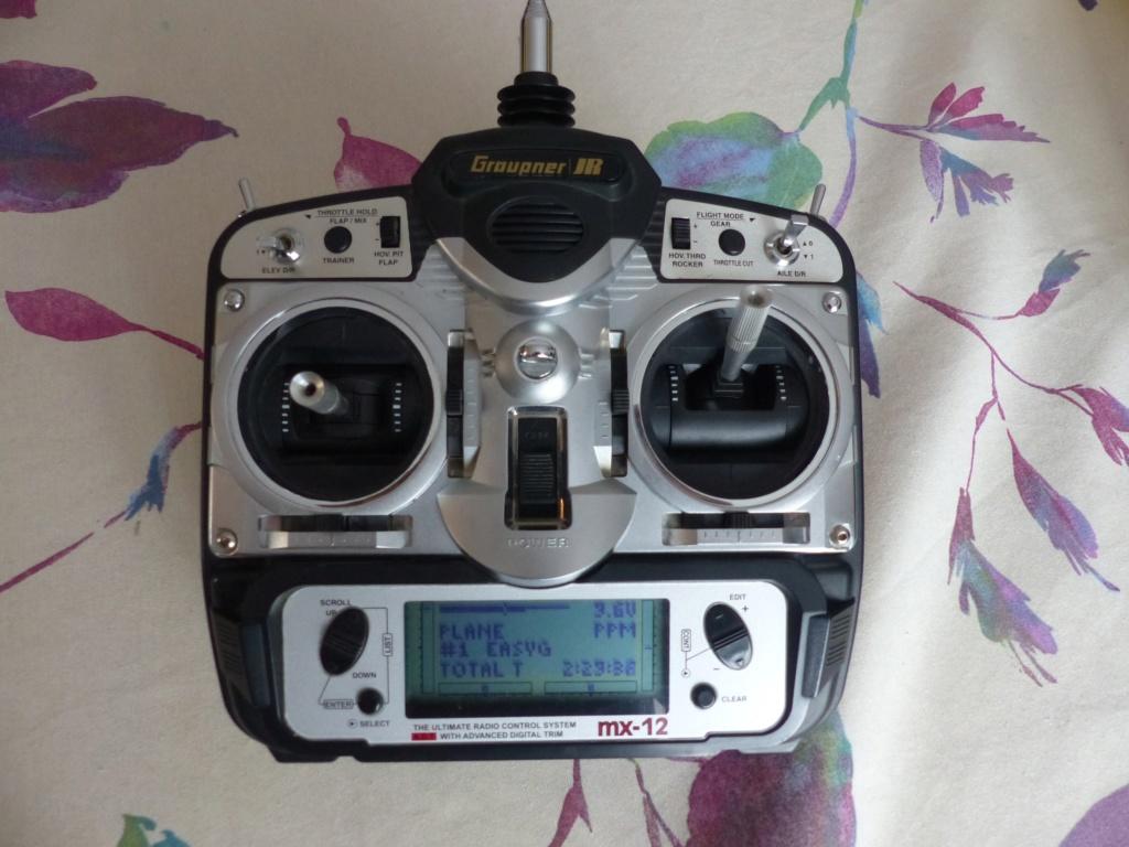 Emetteur GRAUPNER MX12 en 41Mhz pour 25 Euros  P1000113