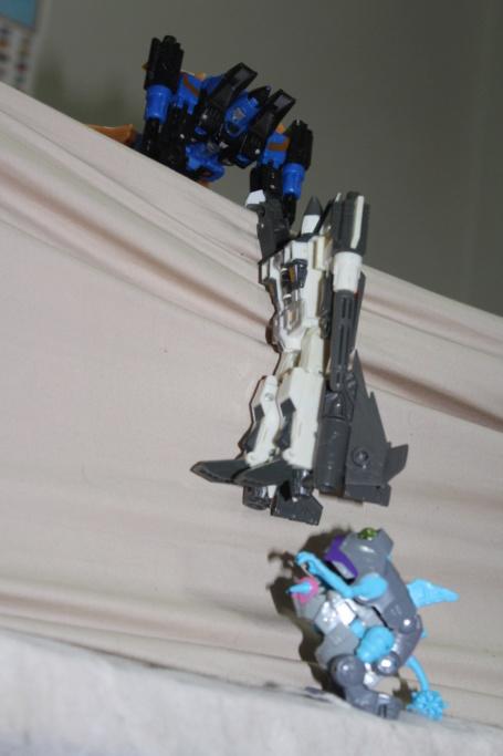 Vos montages photos Transformers ― Vos Batailles/Guerres | Humoristiques | Vos modes Stealth Force | etc - Page 14 Img_2013
