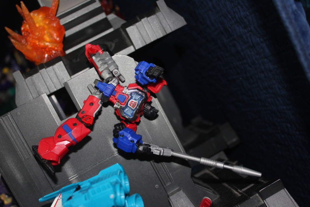 Vos montages photos Transformers ― Vos Batailles/Guerres | Humoristiques | Vos modes Stealth Force | etc - Page 16 Img_2014