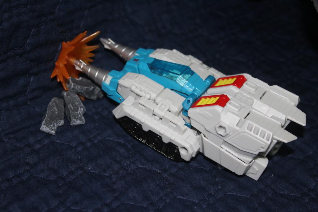 Vos montages photos Transformers ― Vos Batailles/Guerres | Humoristiques | Vos modes Stealth Force | etc - Page 16 Img_2111