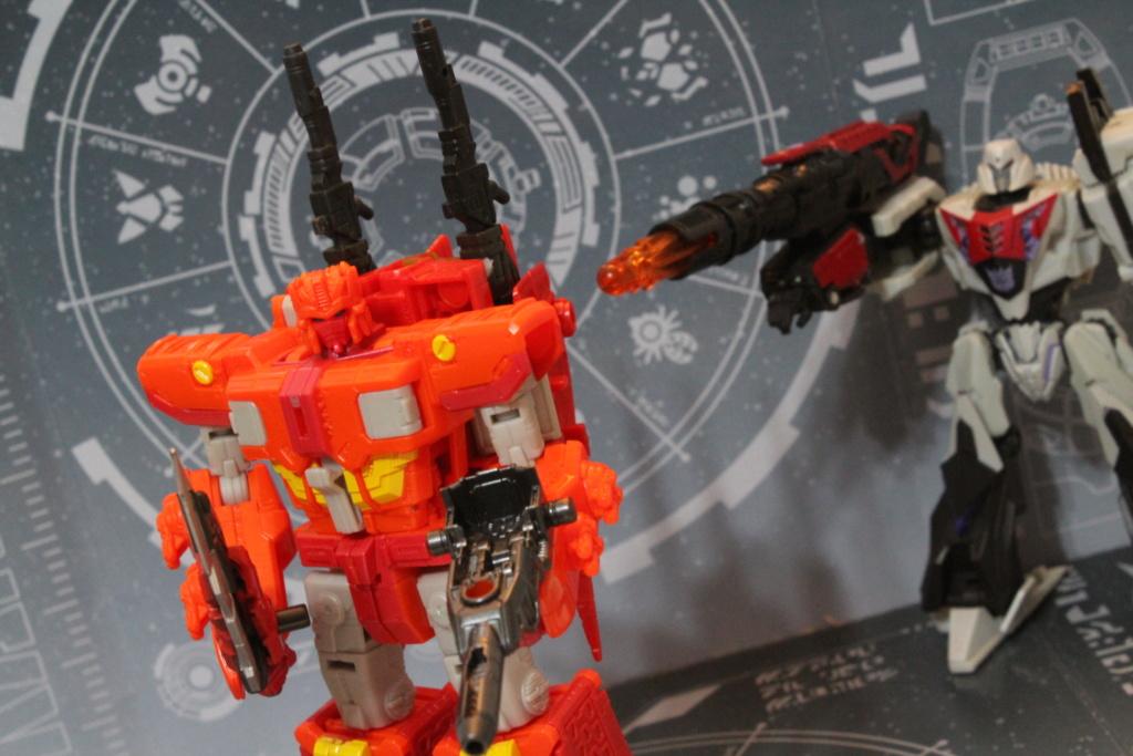Vos montages photos Transformers ― Vos Batailles/Guerres | Humoristiques | Vos modes Stealth Force | etc - Page 14 Img_3310