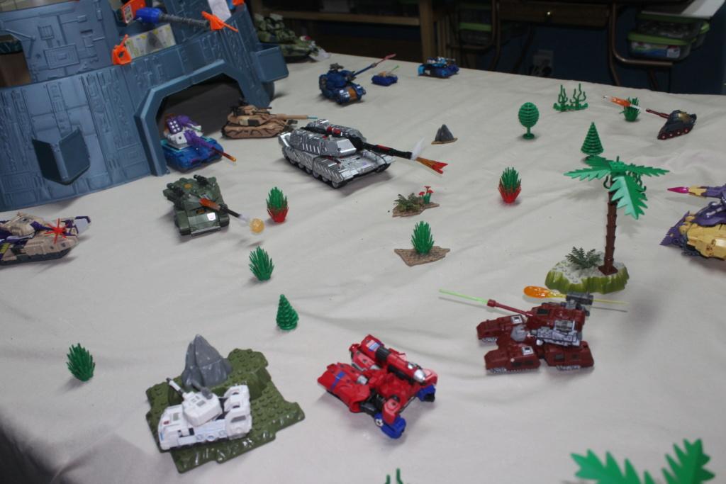 Vos montages photos Transformers ― Vos Batailles/Guerres   Humoristiques   Vos modes Stealth Force   etc - Page 15 Img_4212
