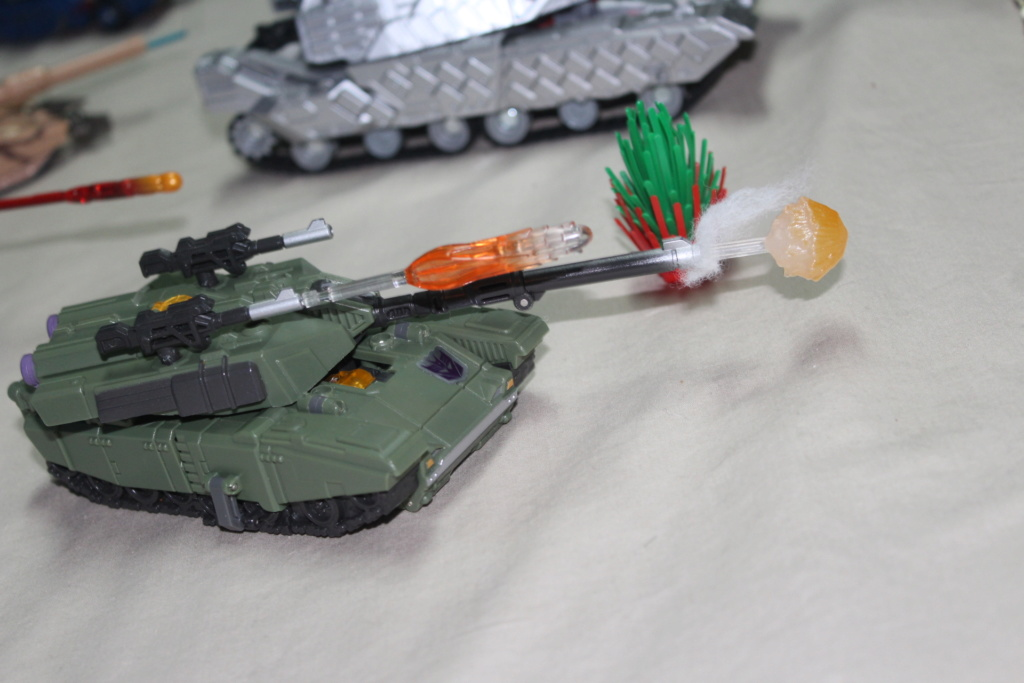 Vos montages photos Transformers ― Vos Batailles/Guerres | Humoristiques | Vos modes Stealth Force | etc - Page 15 Img_4213