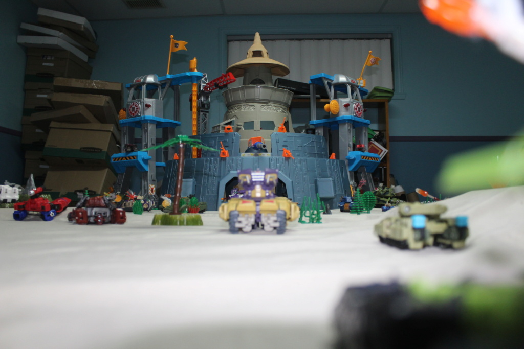 Vos montages photos Transformers ― Vos Batailles/Guerres | Humoristiques | Vos modes Stealth Force | etc - Page 15 Img_4215