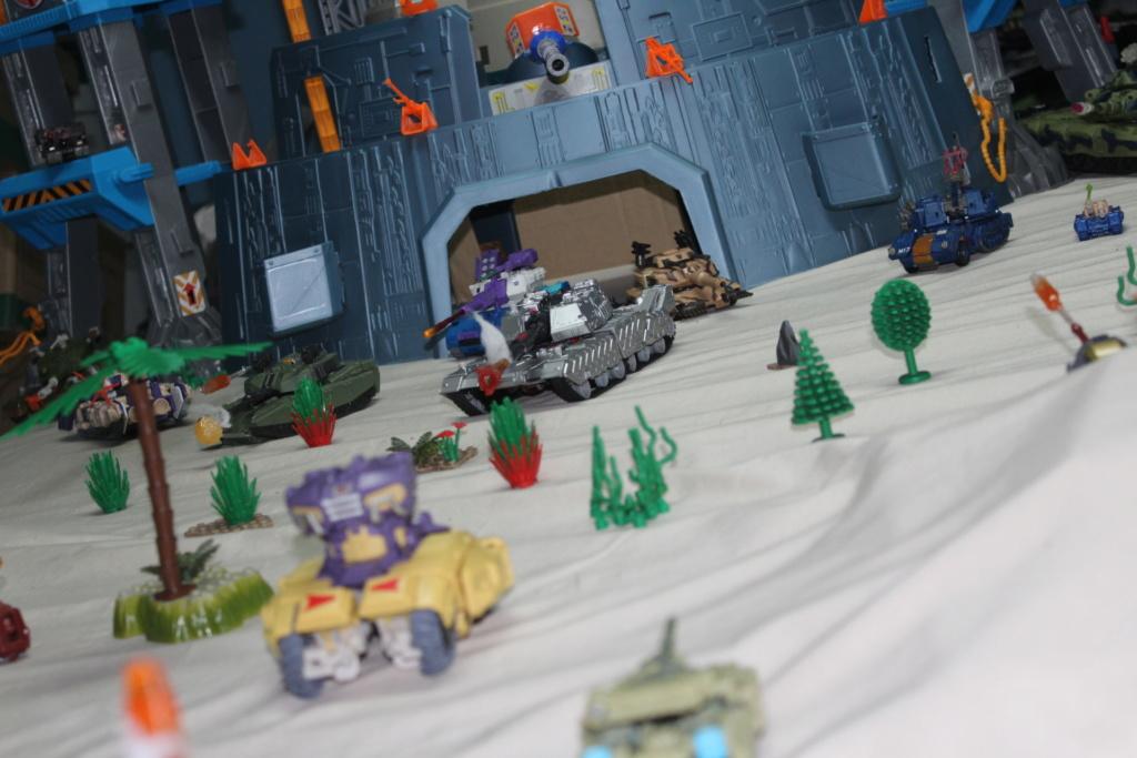Vos montages photos Transformers ― Vos Batailles/Guerres   Humoristiques   Vos modes Stealth Force   etc - Page 15 Img_4216