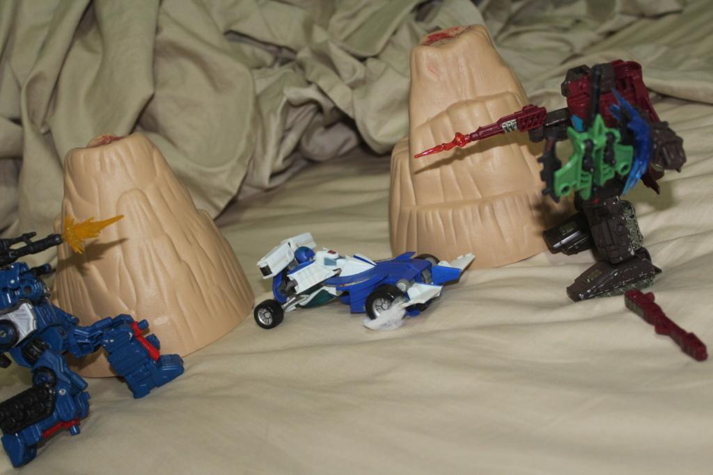 Guerres Transformers! Montrez-moi vos batailles et guerres épiques en photo ici. - Page 9 Img_4610