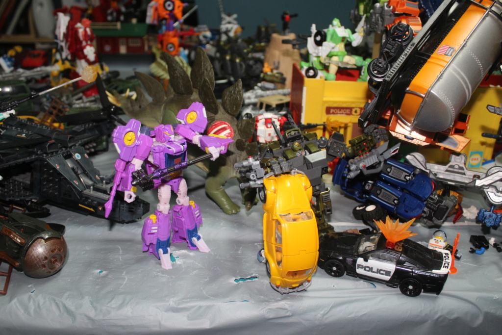 Vos montages photos Transformers ― Vos Batailles/Guerres | Humoristiques | Vos modes Stealth Force | etc - Page 15 Img_5024