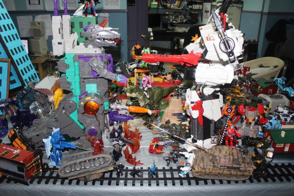 Vos montages photos Transformers ― Vos Batailles/Guerres   Humoristiques   Vos modes Stealth Force   etc - Page 15 Img_5110