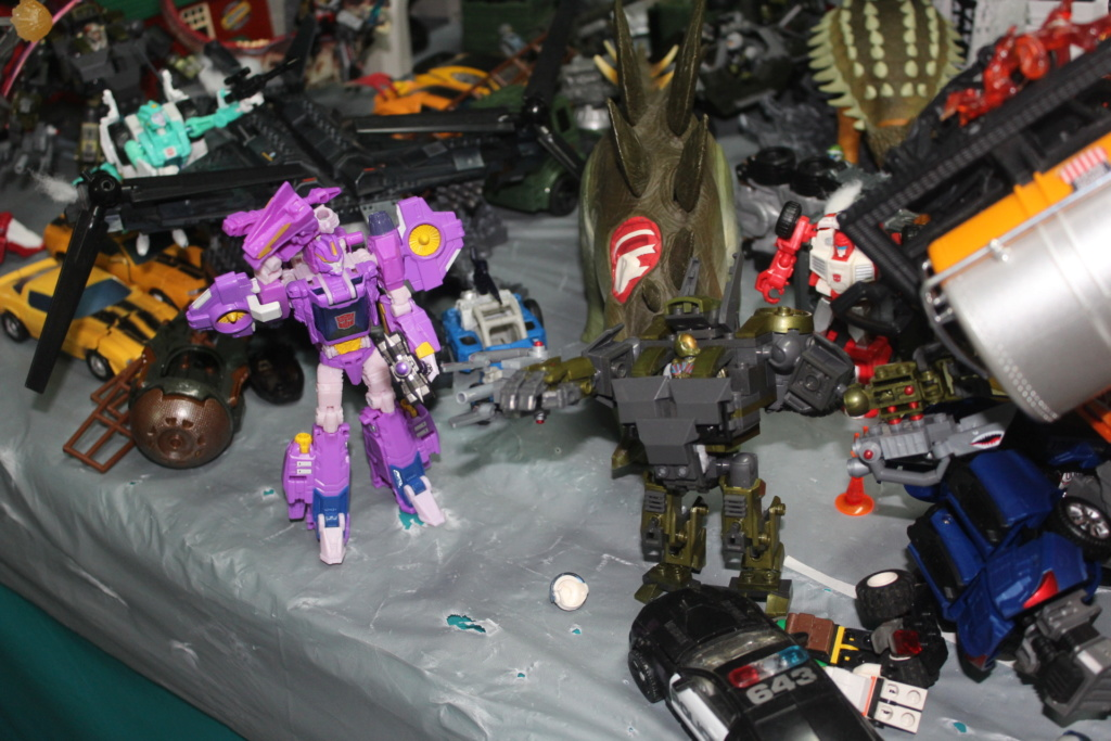 Vos montages photos Transformers ― Vos Batailles/Guerres | Humoristiques | Vos modes Stealth Force | etc - Page 15 Img_5111
