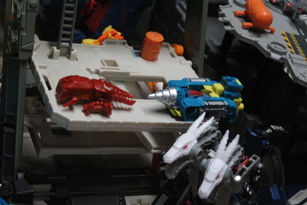 Guerres Transformers! Montrez-moi vos batailles et guerres épiques en photo ici. - Page 8 Img_5911