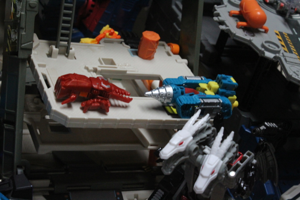 Vos montages photos Transformers ― Vos Batailles/Guerres | Humoristiques | Vos modes Stealth Force | etc - Page 14 Img_5911