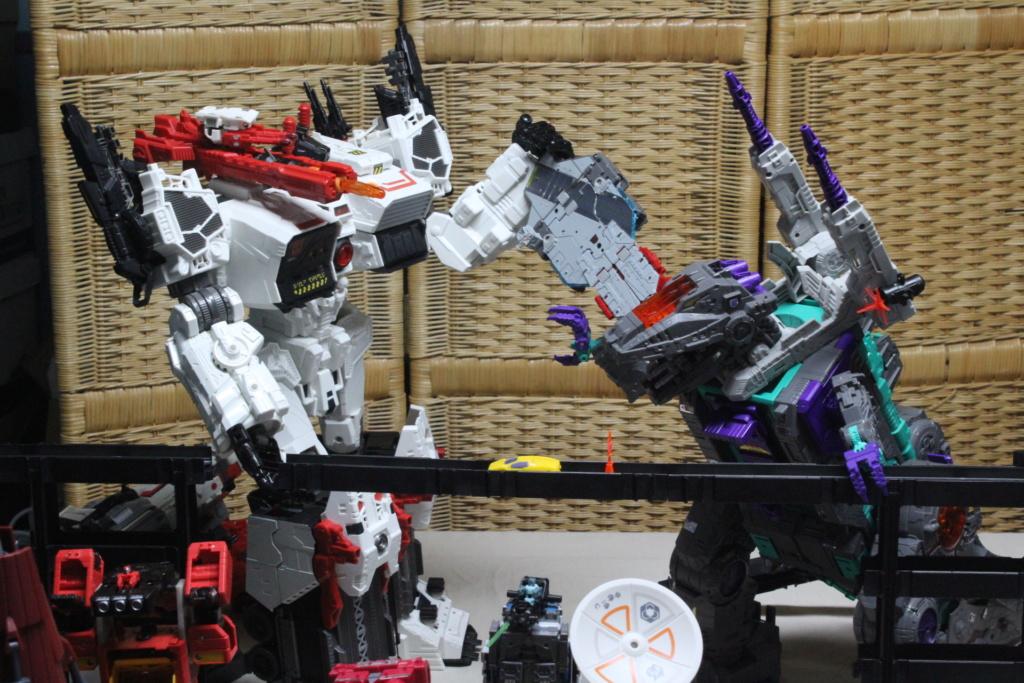 Guerres Transformers! Montrez-moi vos batailles et guerres épiques en photo ici. - Page 8 Img_6014