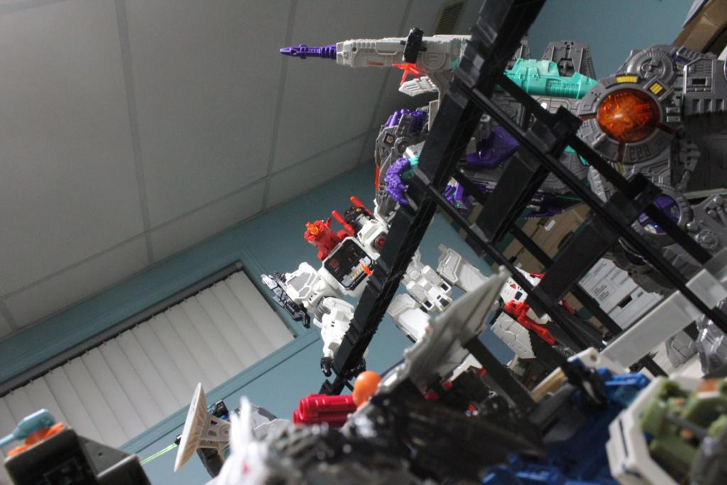 Guerres Transformers! Montrez-moi vos batailles et guerres épiques en photo ici. - Page 8 Img_6112