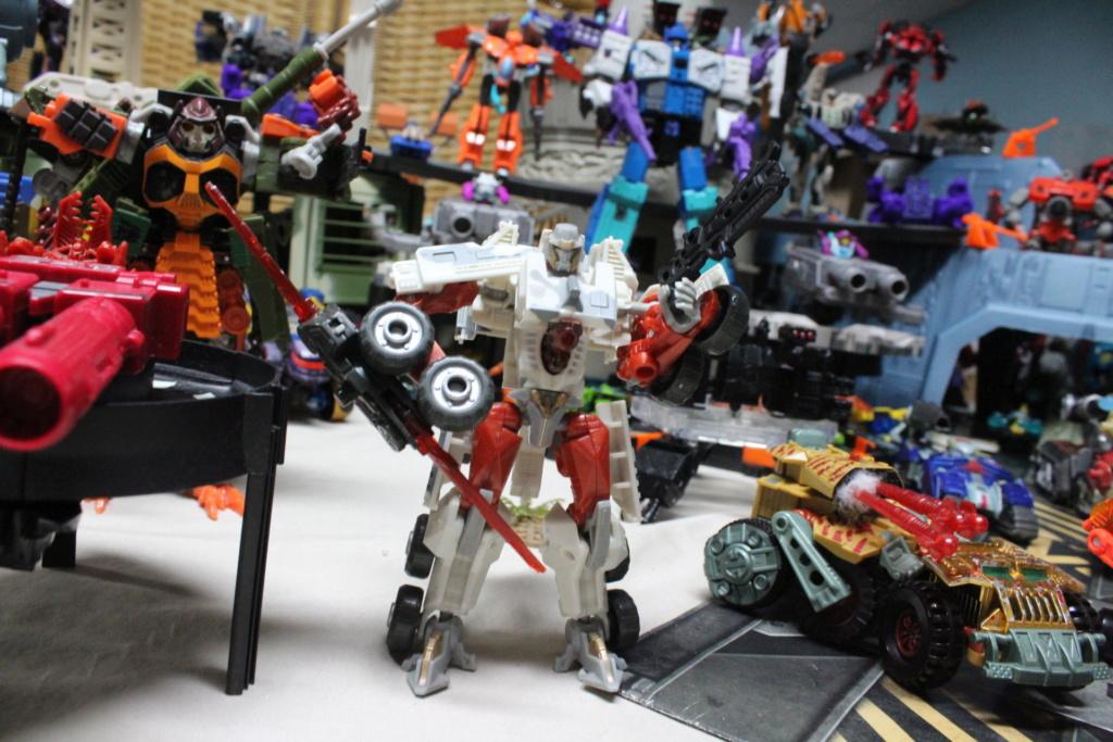 Guerres Transformers! Montrez-moi vos batailles et guerres épiques en photo ici. - Page 8 Img_8611