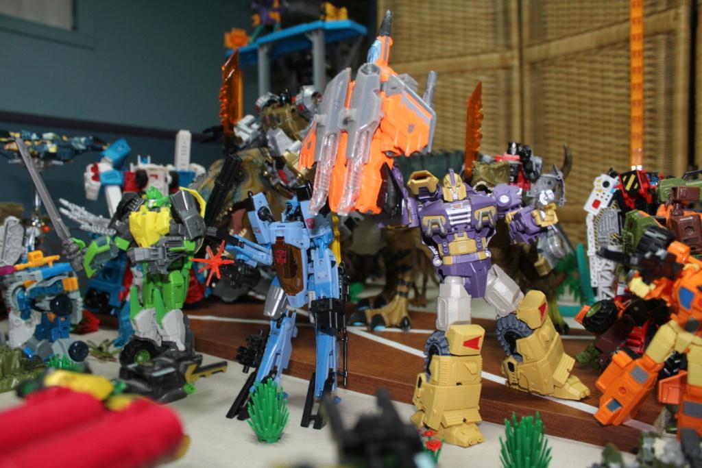 Guerres Transformers! Montrez-moi vos batailles et guerres épiques en photo ici. - Page 8 Img_9011
