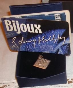 "Bijoux griffés "" Johnny Hallyday ""  Captu548"