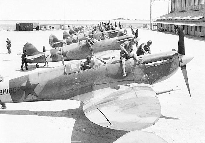 Spitfire XII du 41 RAF Sqn le 7 juin 1944, Airfix (projet AA) Superm10