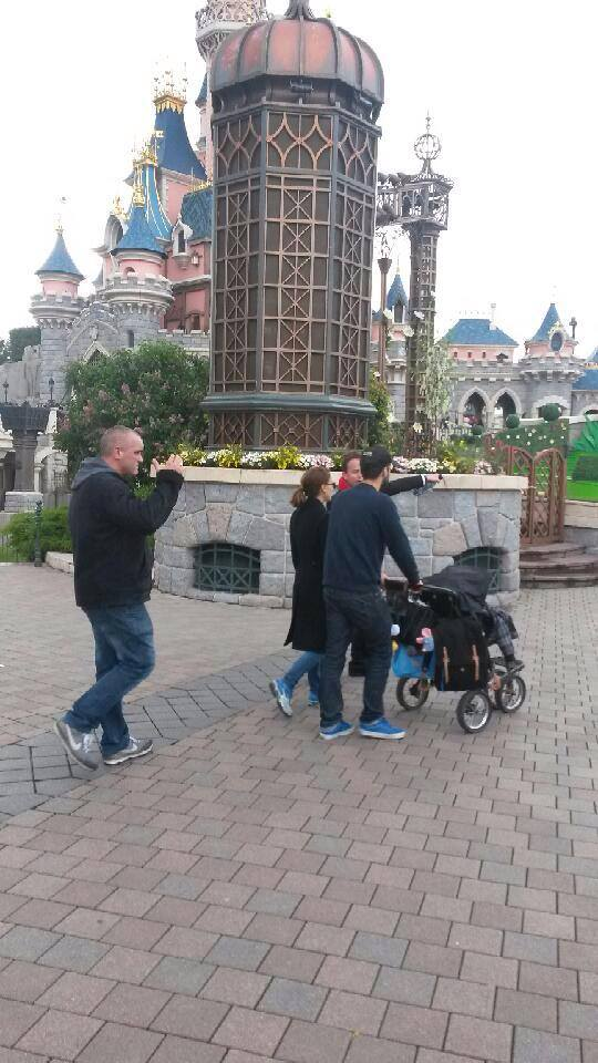 Nathalie Portman à Disneyland Paris  10325410