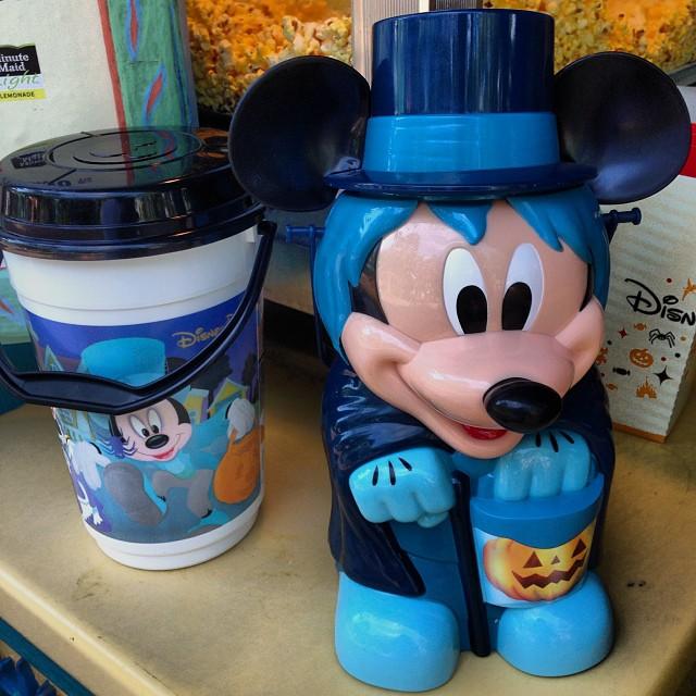 Le Merchandising sur les parcs Disney dans le monde - Page 7 13751510