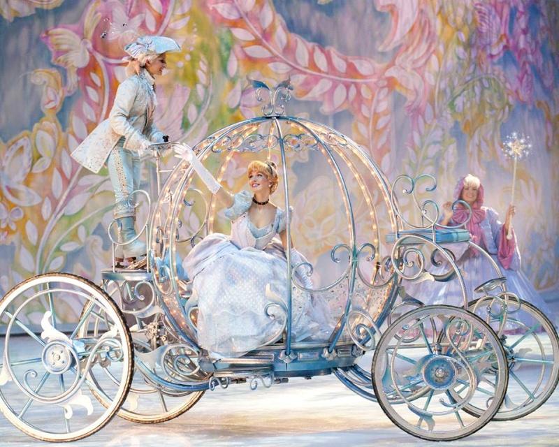 Disney sur Glace  - Page 3 14549510