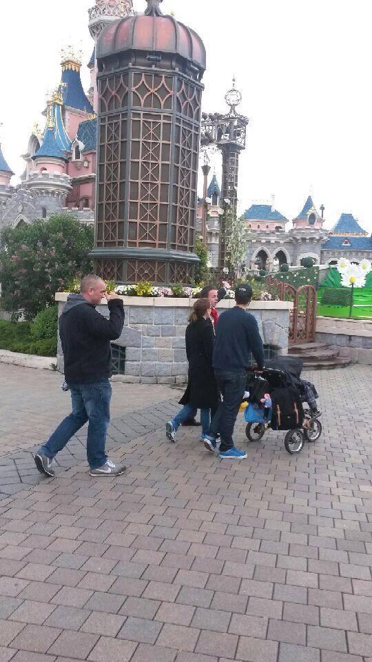 Nathalie Portman à Disneyland Paris  15137310