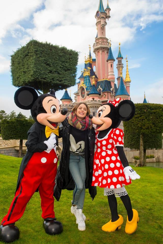 Martina Stoessel Violetta à Disneyland Paris 15545210