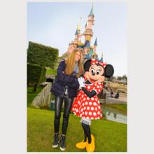 Elle Macpherson à Disneyland Paris Elle-m10