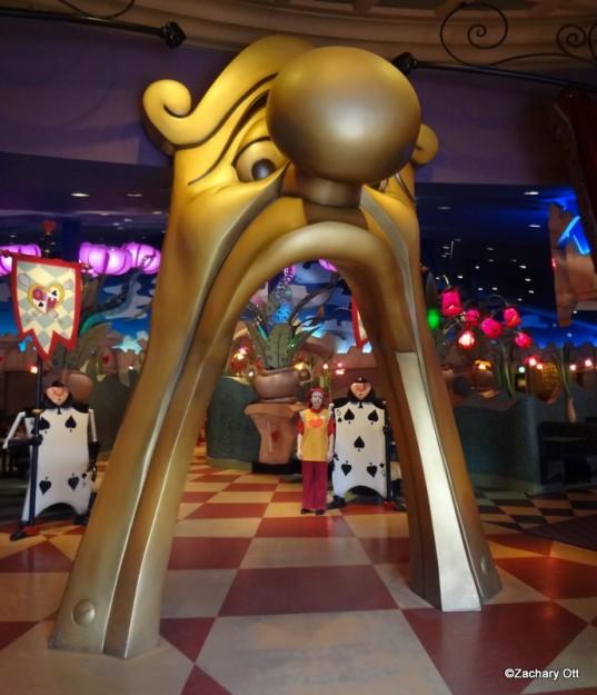Tokyo Disneyland - Page 31 Queen-12