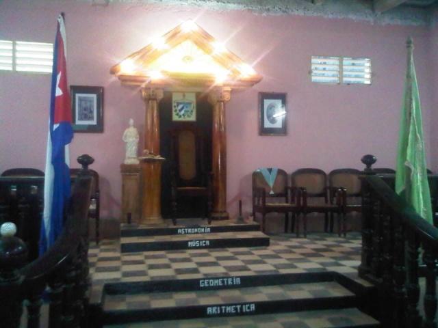 LAS LOGIAS EN CUBA Luz_de10