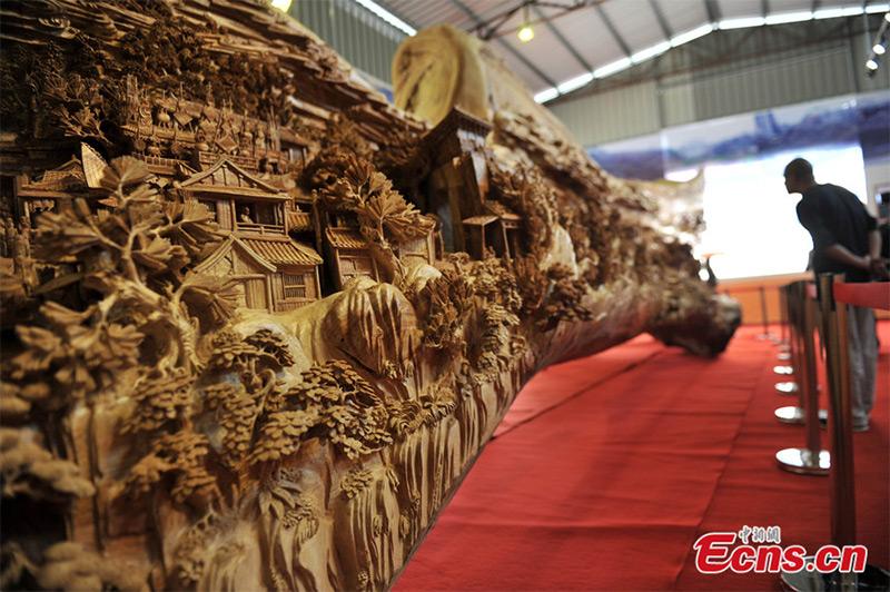 La plus longue sculpture sur bois du monde A2110