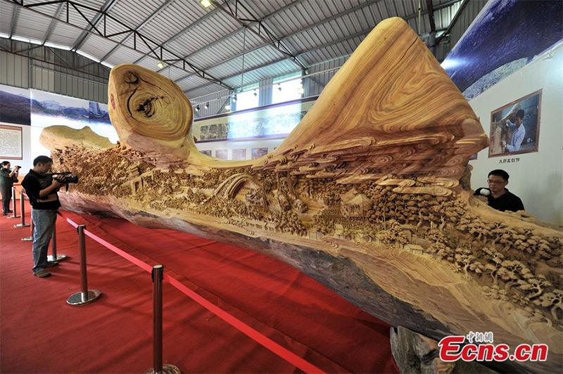 La plus longue sculpture sur bois du monde A61