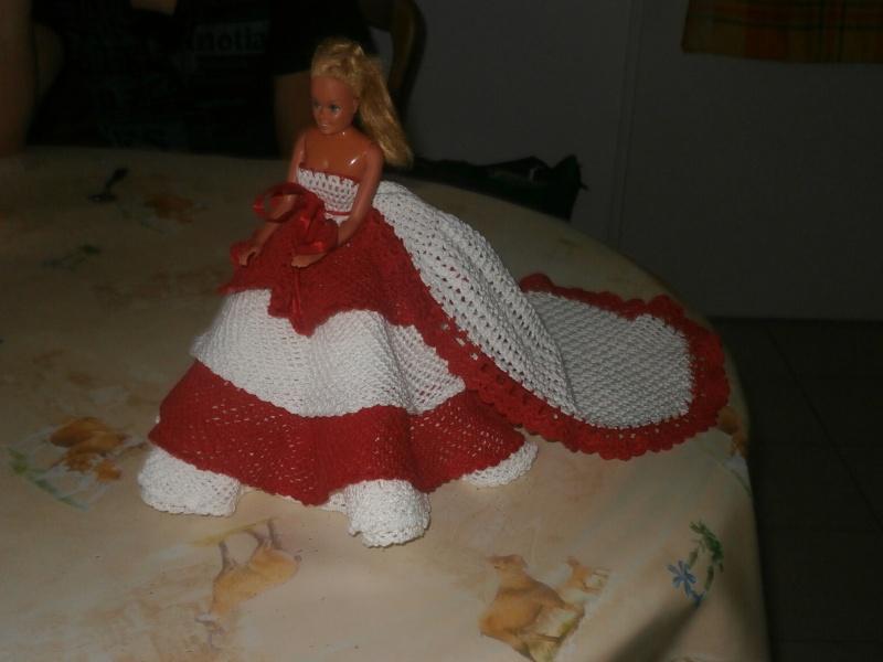 Robe de poupée Barbie pour ma nièce Marie Françoise P1040013