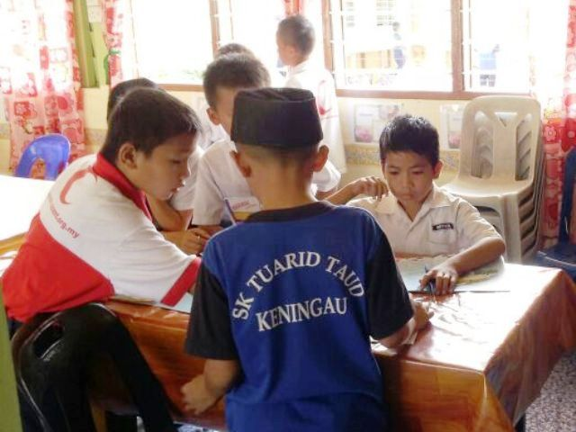 Murid-murid membaca di PSS sekolah Img-2244