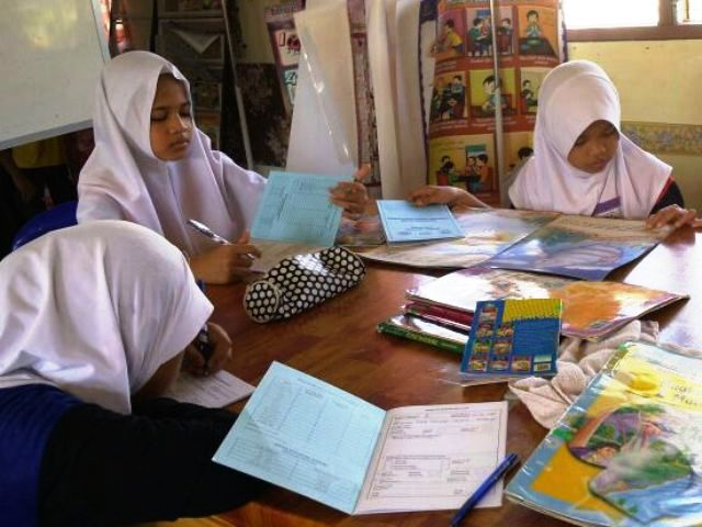 Murid-murid membaca di PSS sekolah Img-2247