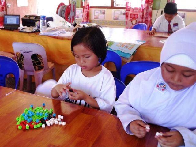 Murid-murid membaca di PSS sekolah Img-2248