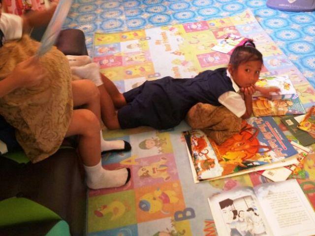 Murid-murid membaca di PSS sekolah Img-2250