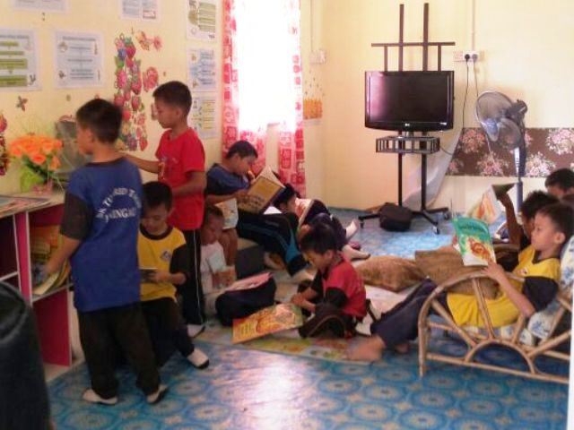 Murid-murid membaca di PSS sekolah Img-2251