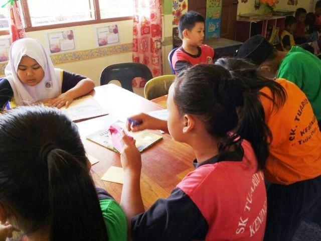 Murid-murid membaca di PSS sekolah Img-2253
