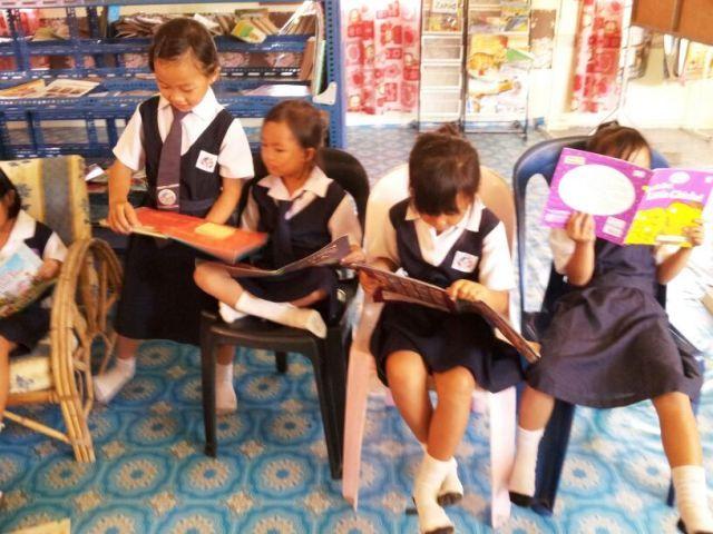 Murid-murid membaca di PSS sekolah Img-2254