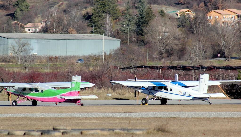 Aérodrome de Gap-Tallard [LFNA-GAT] Serrec25