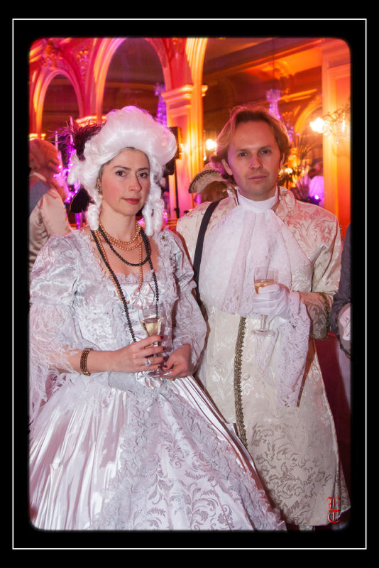 Bal des Favorites le 23 novembre 2013, les PHOTOS - Page 2 15352329