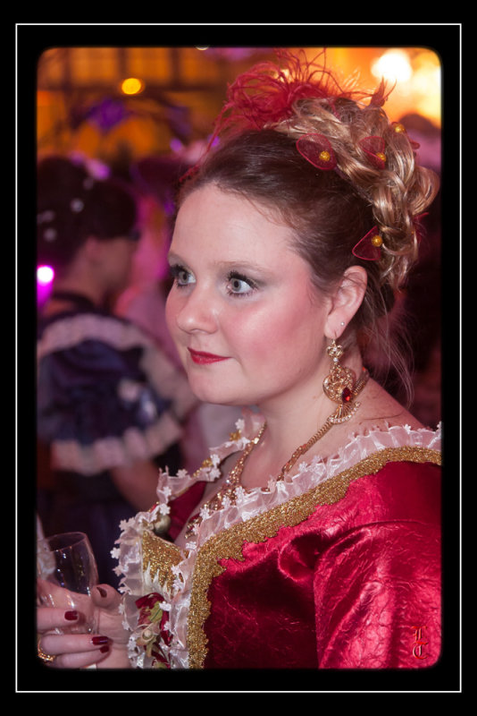 Bal des Favorites le 23 novembre 2013, les PHOTOS - Page 2 15352333