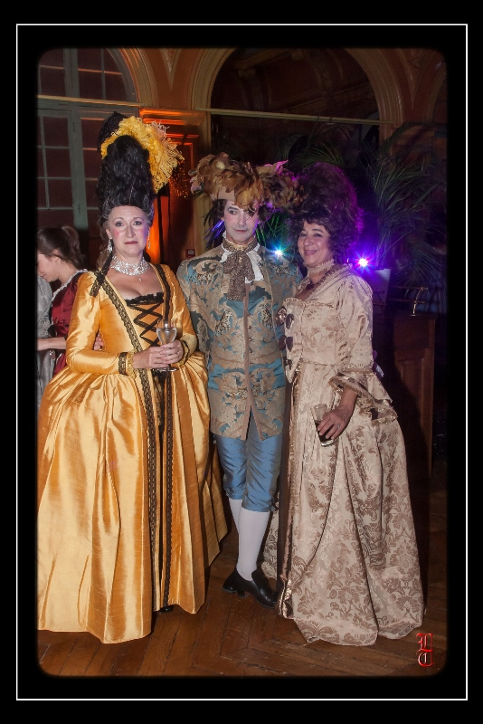 Bal des Favorites le 23 novembre 2013, les PHOTOS - Page 4 20131132