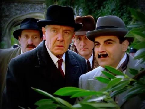 """Série """"Hercule Poirot"""" - Page 7 Vlcsna64"""
