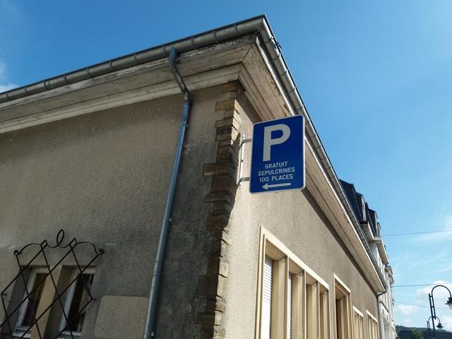 Bouillon - Parking Sépulcrines rue du Collège - NOUVEAU : BARRE DE HAUTEUR 2.2 M 20180613
