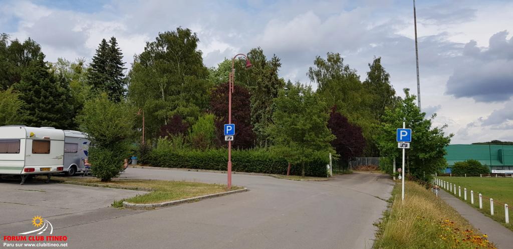 Redange - Aire de stationnement et services 20190858