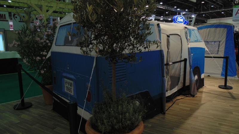 Vu au Bourget: un camping-car à 300€ Dsc02224