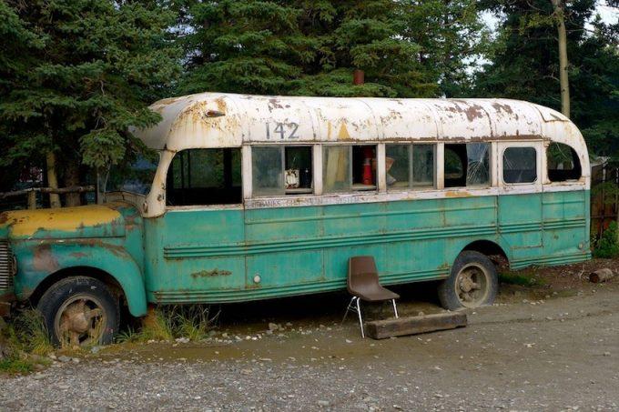 """Le bus emblématique de """"Into the Wild"""" évacué par hélicoptère Image_10"""