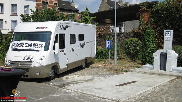 Bruxelles - Molenbeek - Aire stationnement et de services Molenb11