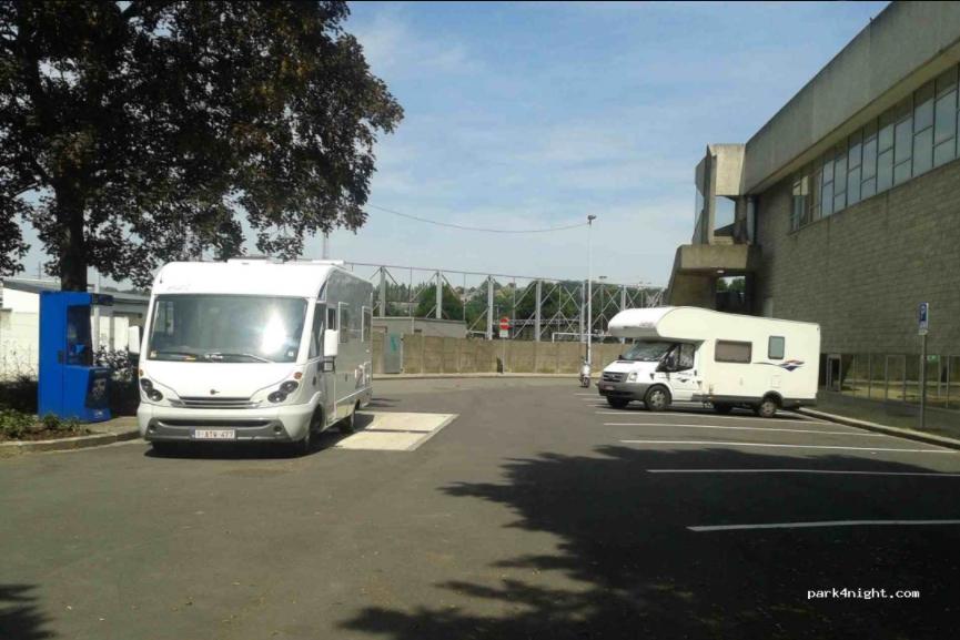 Namur (Salzinnes) - Aire de stationnement et services Namur013